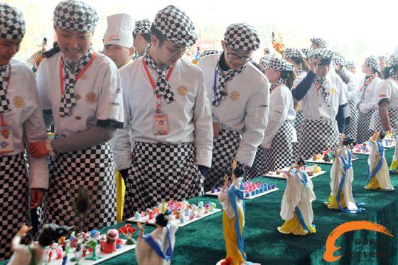 美人花中俏,春光无限好----安徽新东方面塑15-6班学生成果展