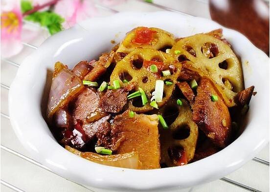 回锅肉烧藕片