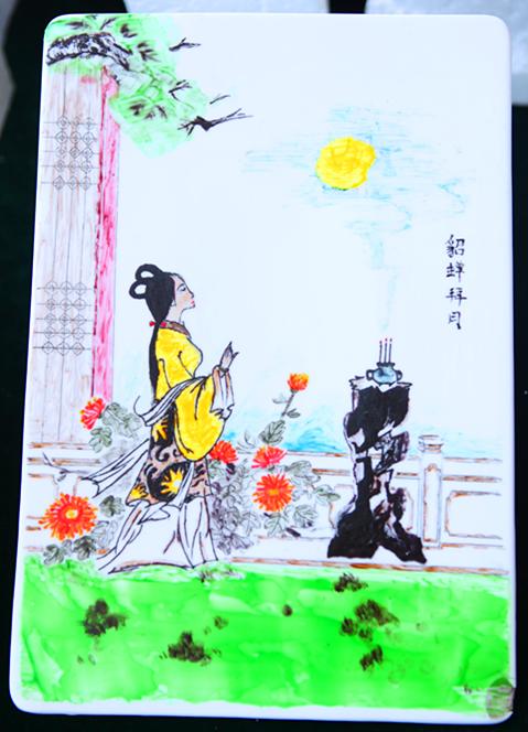 同学们的作品涵盖了山水画,人物画,花鸟画等,一幅幅果酱画排列