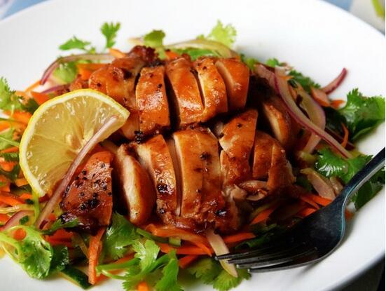 烤鸡腿肉沙拉