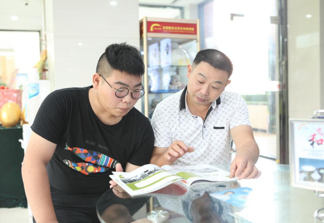 安徽新东方:学厨父子兵 共筑创业梦