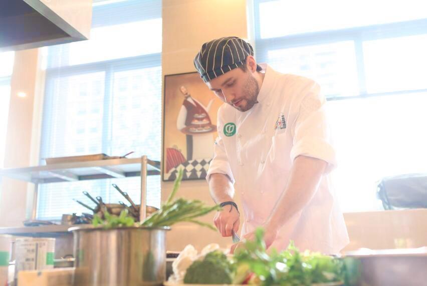 乌克兰帅哥名厨亲临授课揭秘意式传统西餐地道做法