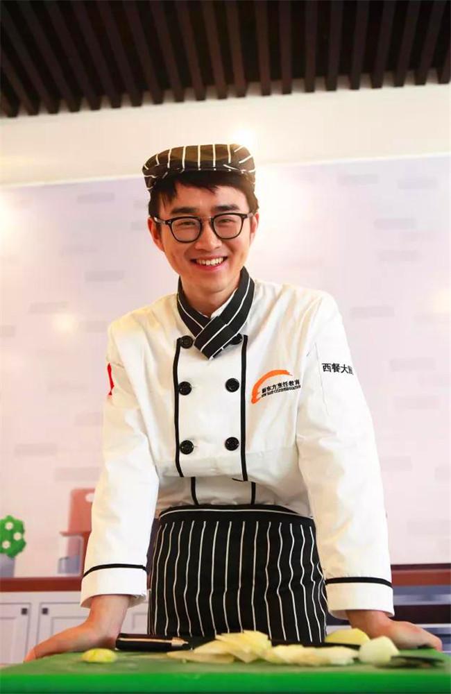 【新生故事】张亦爽:留学归来,他学厨新东方