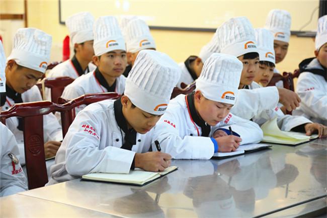 【名师大讲堂】小厨娘淮扬菜区域总厨丁文大师来院授课