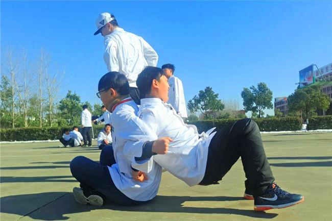 名企进校园——蜜桃餐饮进校开展定向班培训