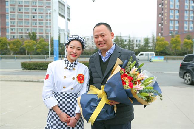"""让中国烹饪走向世界——""""世赛""""烹饪专家组组长中国烹饪大师莅临安徽新东方参观考察"""
