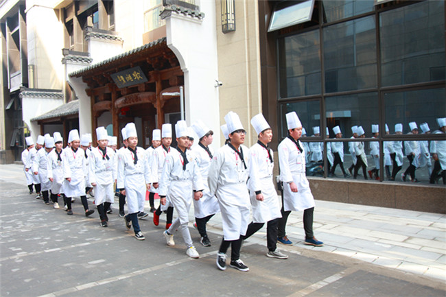 不一样的体验——安徽新东方学子走进酒店参观学习
