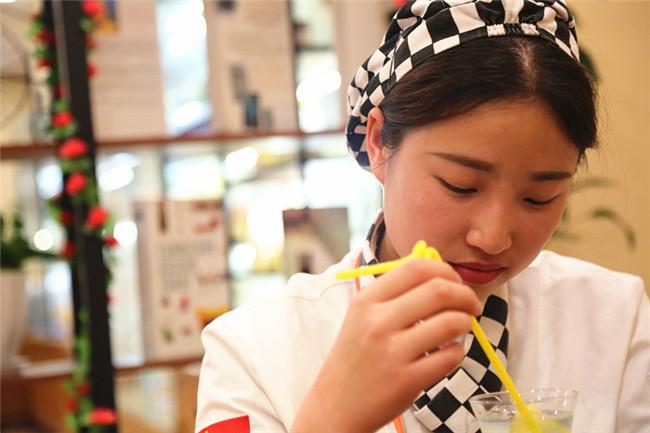 叶欢:来自幼儿师范的转校生