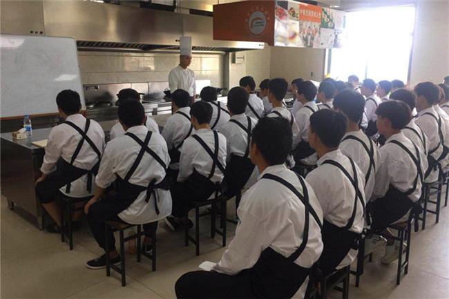 弄堂里厨师长再次莅临我院授课