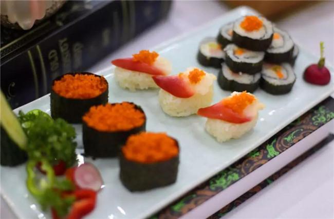 口味丰富的寿司合集