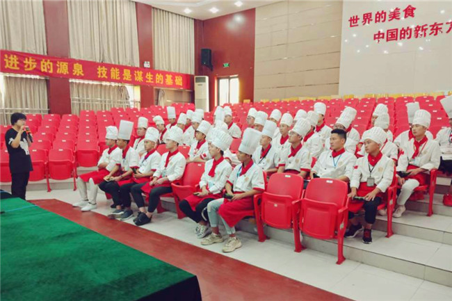 杭州弄堂里专场招聘会 38名学生进入企业定向班
