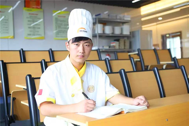 【新生故事】柴楚怡:资深调酒师为何选择到这里重新开始?