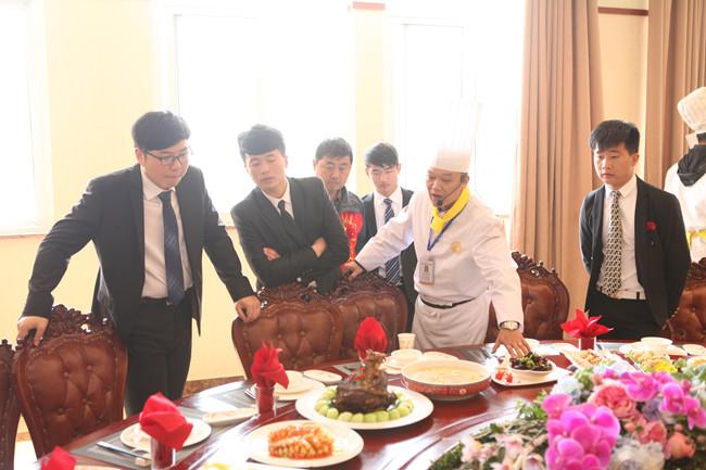 初高中生学厨师,是去学校学习还是去酒店学习好?
