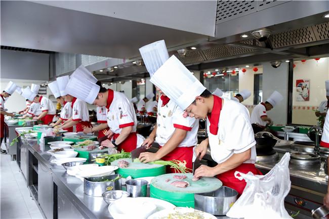 餐饮行业火爆的今天,学厨师费用如何?