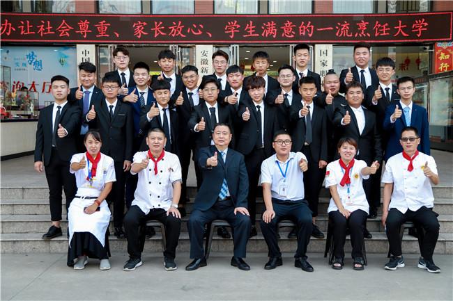 金典总厨1707班同学参加毕业招聘会