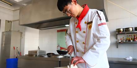 """遵从内心,""""弃医从厨"""",中餐学子孟南的精彩学厨故事"""