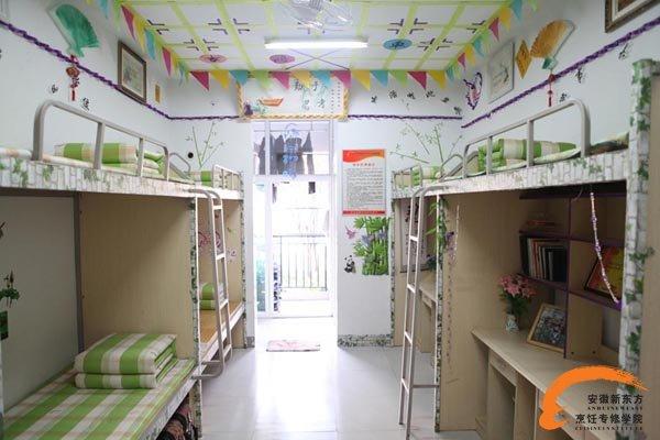 温馨的寝室布置-学校的管理严不严 安不安全