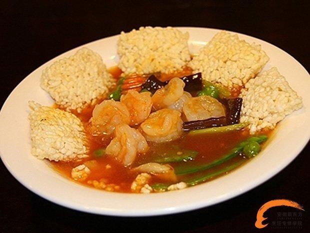 """在江苏一带的宴会酒席上,吃热炒菜时,总是以此菜首先上桌,故称""""天下第"""