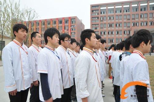 安徽新东方烹饪学院周一升旗仪式 树文明校风