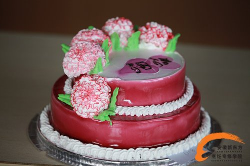 一个运动感十足的蛋糕,如体育场般的造型,祝福我国运动健儿