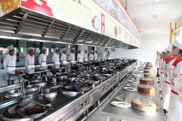 学八大菜系就到最好的厨师培训学校——安徽新东方