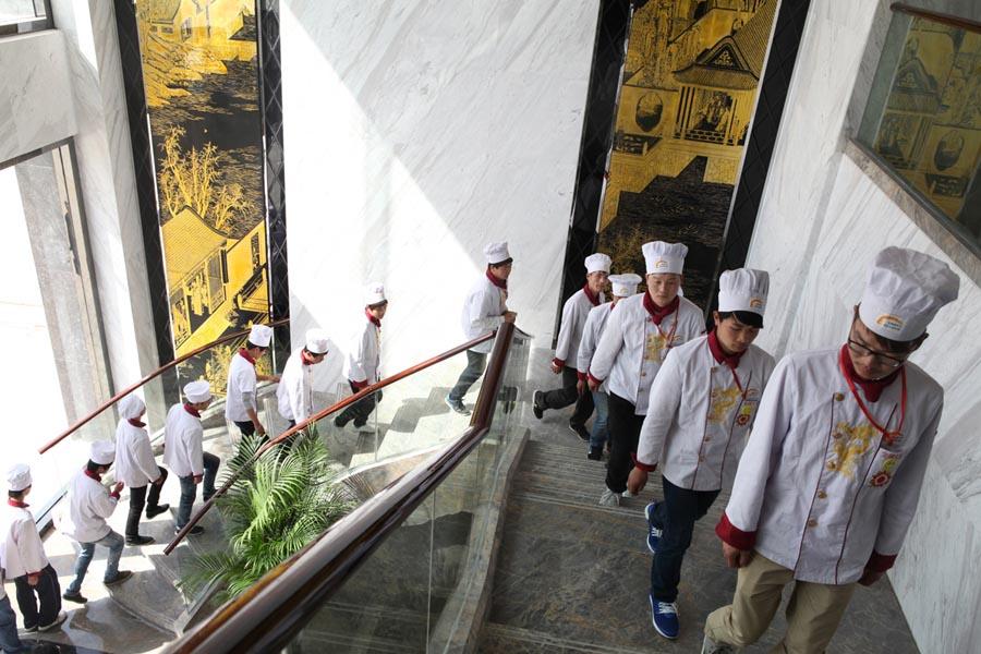 金牌大厨专业学生同庆楼参观
