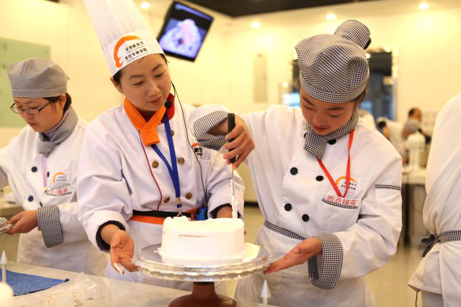 现场传授蛋糕制作经验
